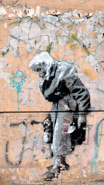 stencil art in santiago de chile old woman