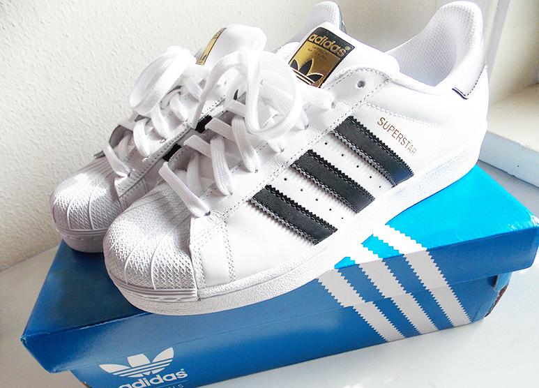 hoe vallen adidas superstar schoenen uit