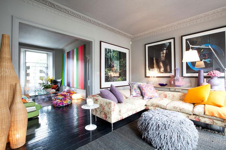 Interiores casa salas de estar elegancia vibrante en - Transformar contenedor maritimo vivienda ...