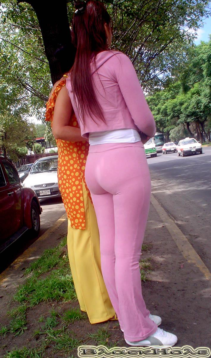 Culonas En La Calle Licras