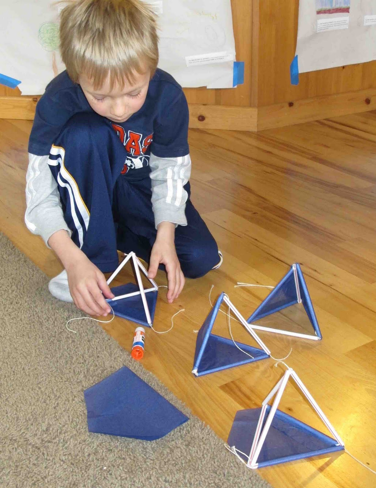 Building Tetrahedron Kites Eva Varga