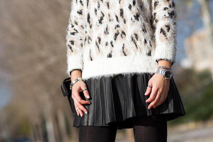 Details leopard fluffly sweater and punk silver bracelet