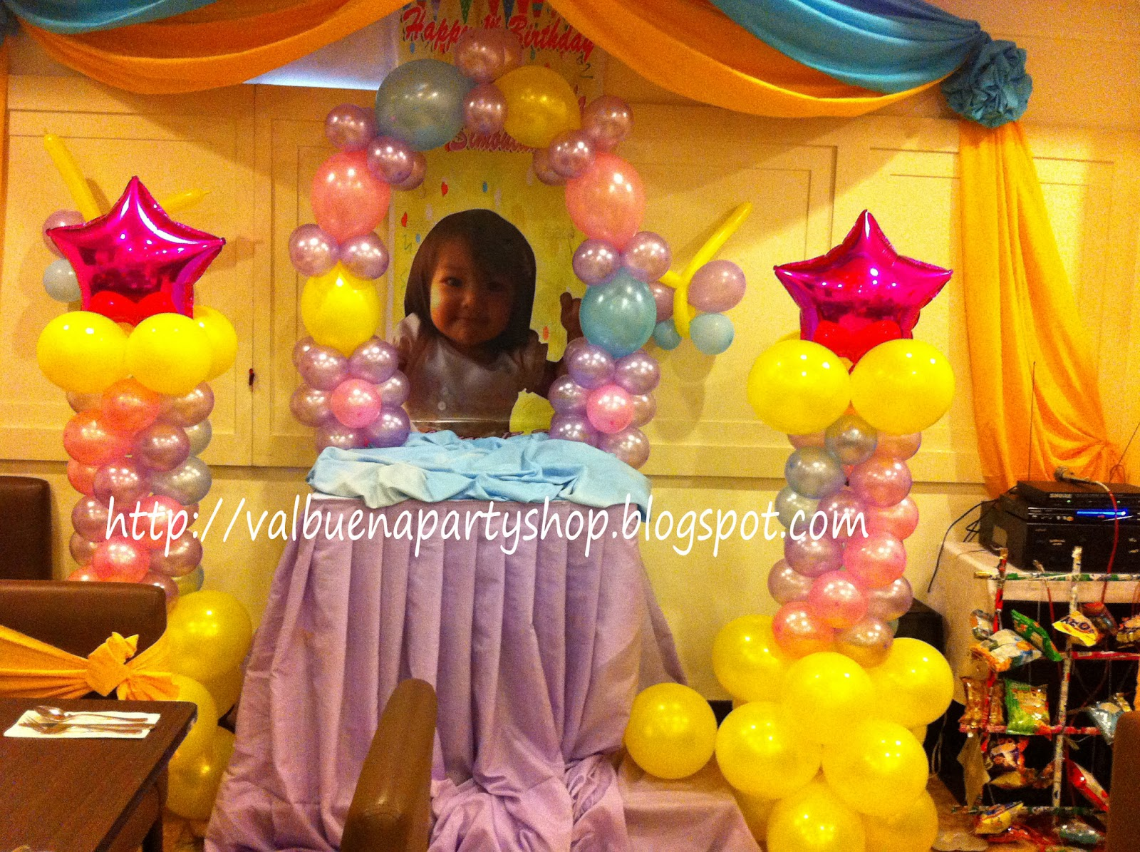 Leslie's Site: CHRISTENING BALLOON DECOR @ Kamayan, Saisaki