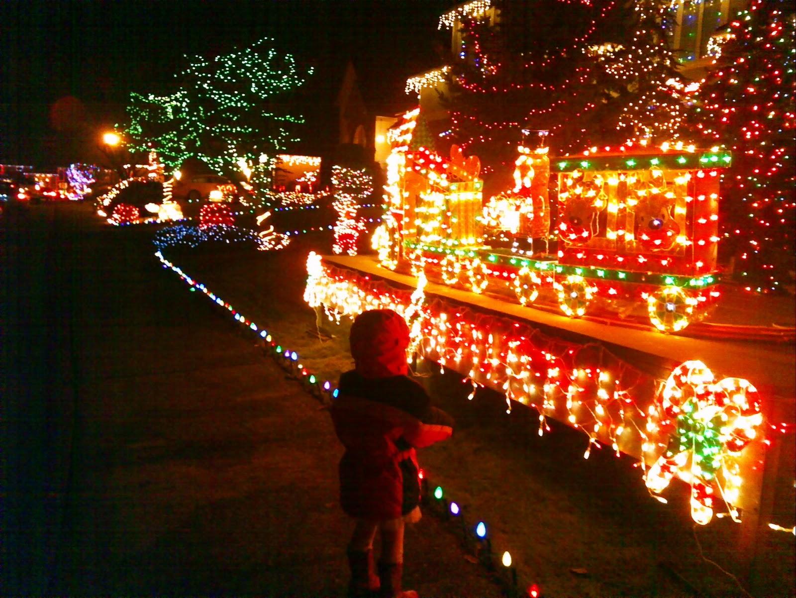 christmas lights at viewpointe at redondo