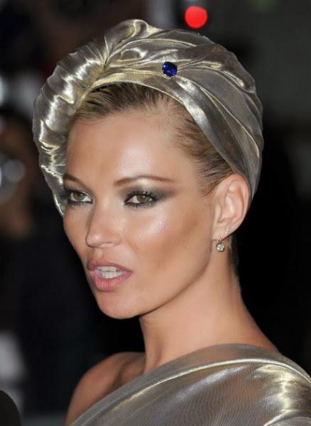 Mujer madura a la moda peinados con turbantes un - Turbantes para novias ...