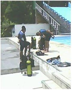 Segundo dia do Estágio de Mergulho no COPBMAM 21ago11. Oficias e familiares em aulas práticas.