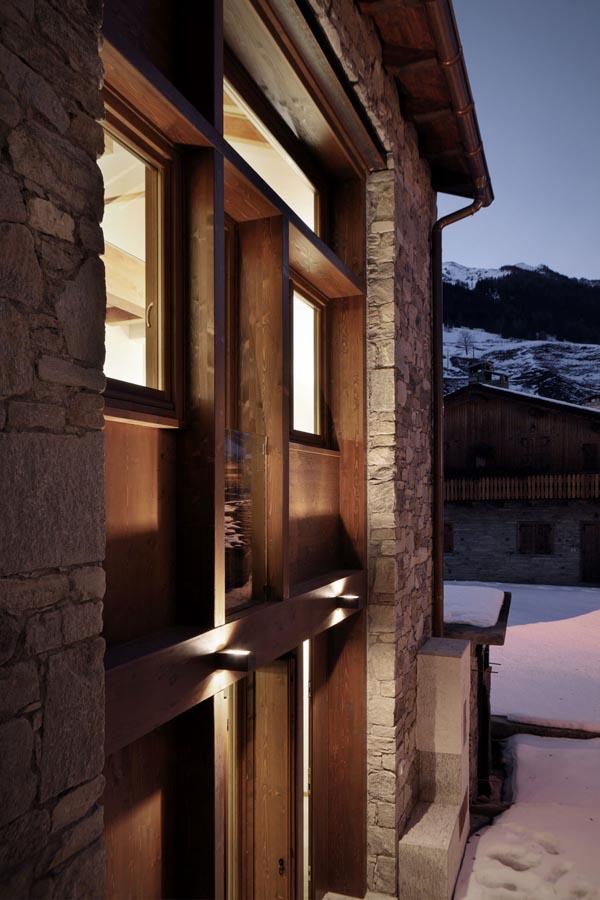Carpinteria de madera natural -gran puerta rustica moderna
