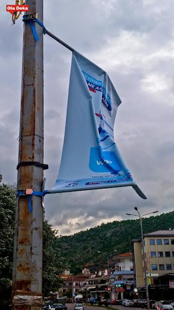Μετά τις βυζαντινές σημαίες στη χλόη, ο δήμος αποφάσισε να περάσει στις φονικές σημαίες με χορηγία της WIND