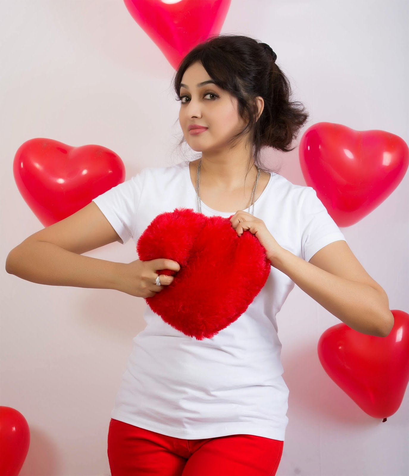 Actress Aavaana Latest Hot Valentines Day Special Spicy Photoshoot Gallery