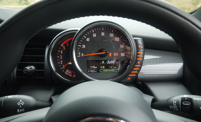 Mini Cooper D five-door instrument panel
