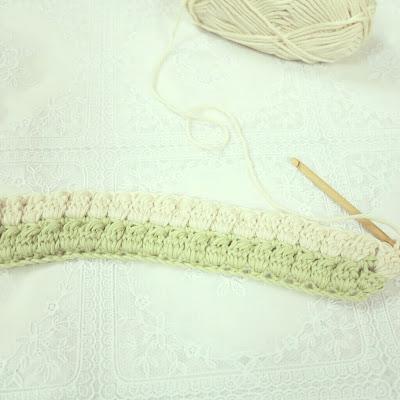 ByHaafner, crochet, puff stitch, tea cosy, wip, pastel