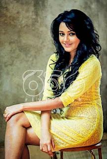 dinakshi priyasad crossed legs