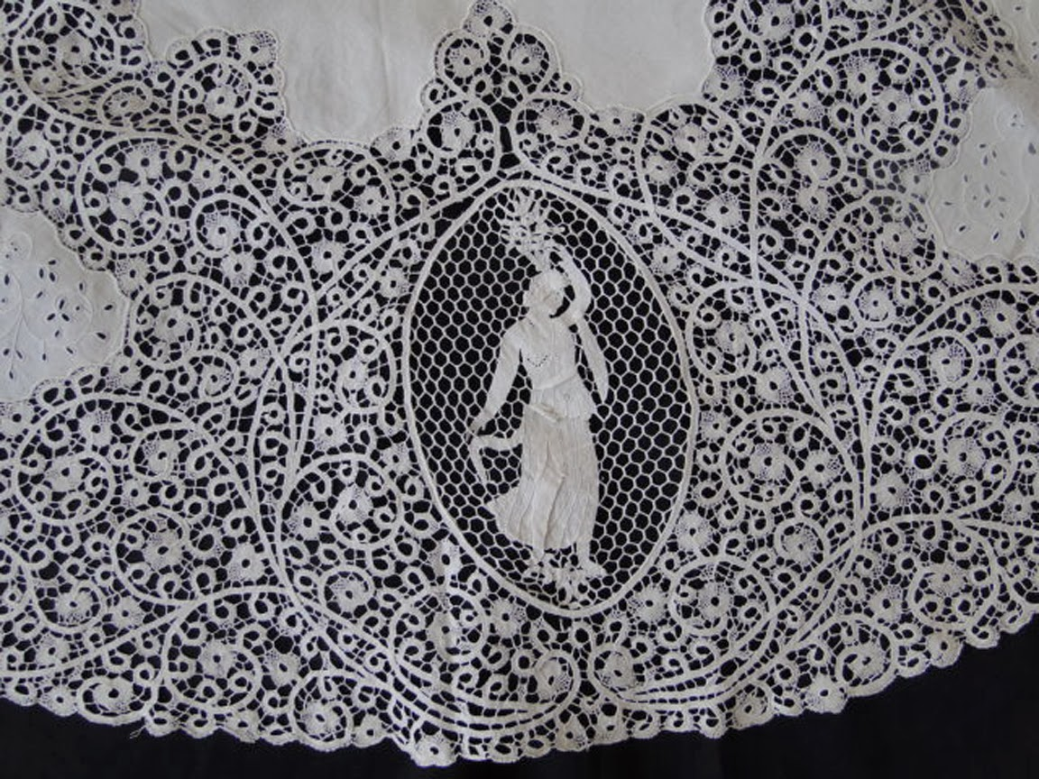 LOVELY FIGURAL CANTU LACE TABLECLOTH W/CROWN,BIRDS