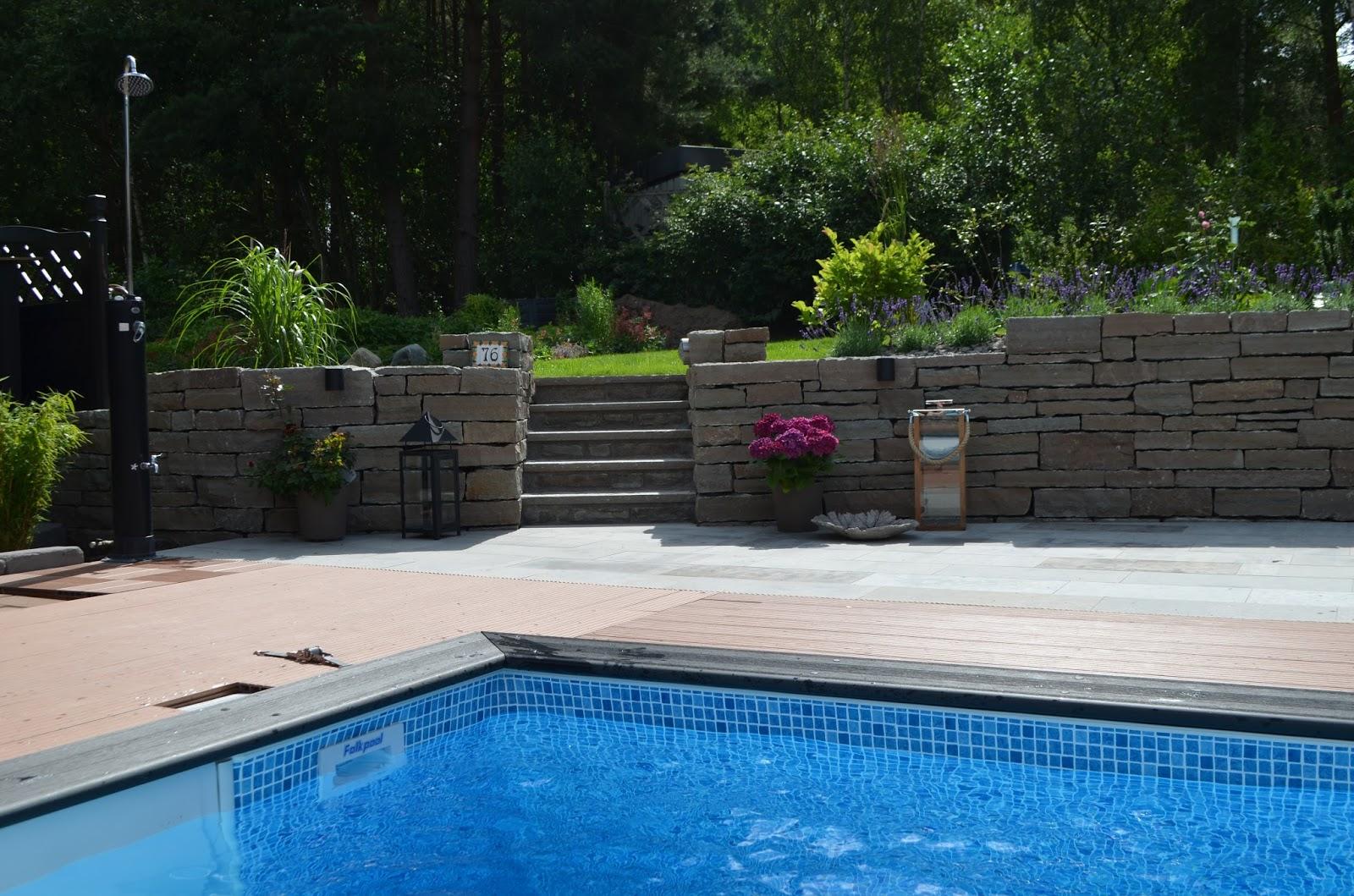 T som i trädgård: trädgårdsdesign till poolen