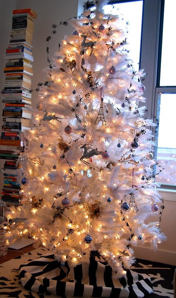 Un rbol de navidad blanco colores en casa - Arboles de navidad blancos ...