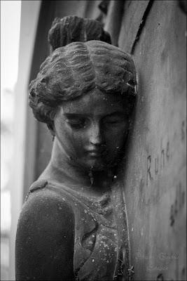 eine Staute auf dem Fangelbachfriedhof Stuttgart