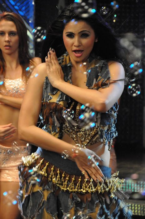 item song in bloody ishq movie actress pics