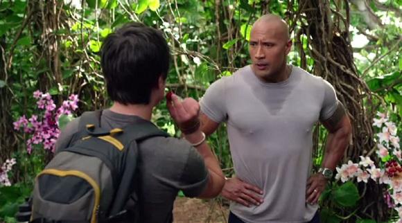 Josh Hutcherson e Dwayne Johnson em VIAGEM 2: A ILHA MISTERIOSA (Journey 2: The Mysterious Island)