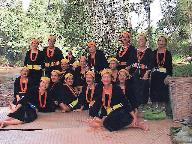 Suku Kaum Lun Bawang berasal dan tinggal dikawasan pedalaman tanah