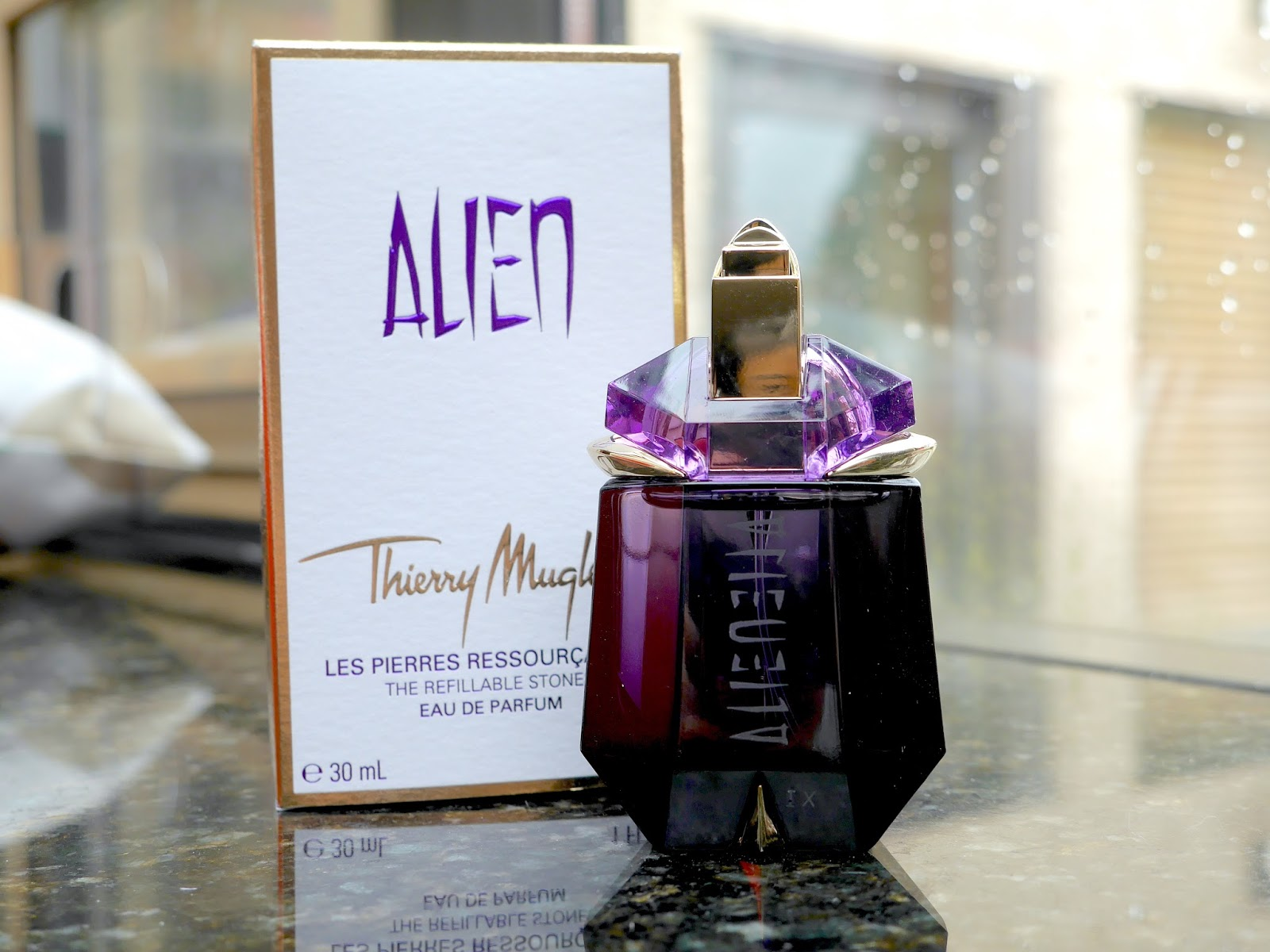 strange conclusions with thierry mugler 39 s alien a beautiful zen. Black Bedroom Furniture Sets. Home Design Ideas