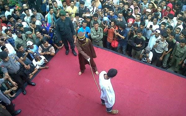 8 Penjudi dihukum Sebat di Banda Aceh