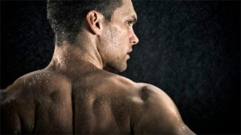 5 طرق سهلة لتكبير العضلات وتقويتها - رجل قوى ذو عضلات