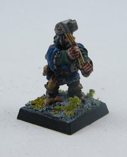 FA15 (P3) Dwarf w/ two handed Hammer