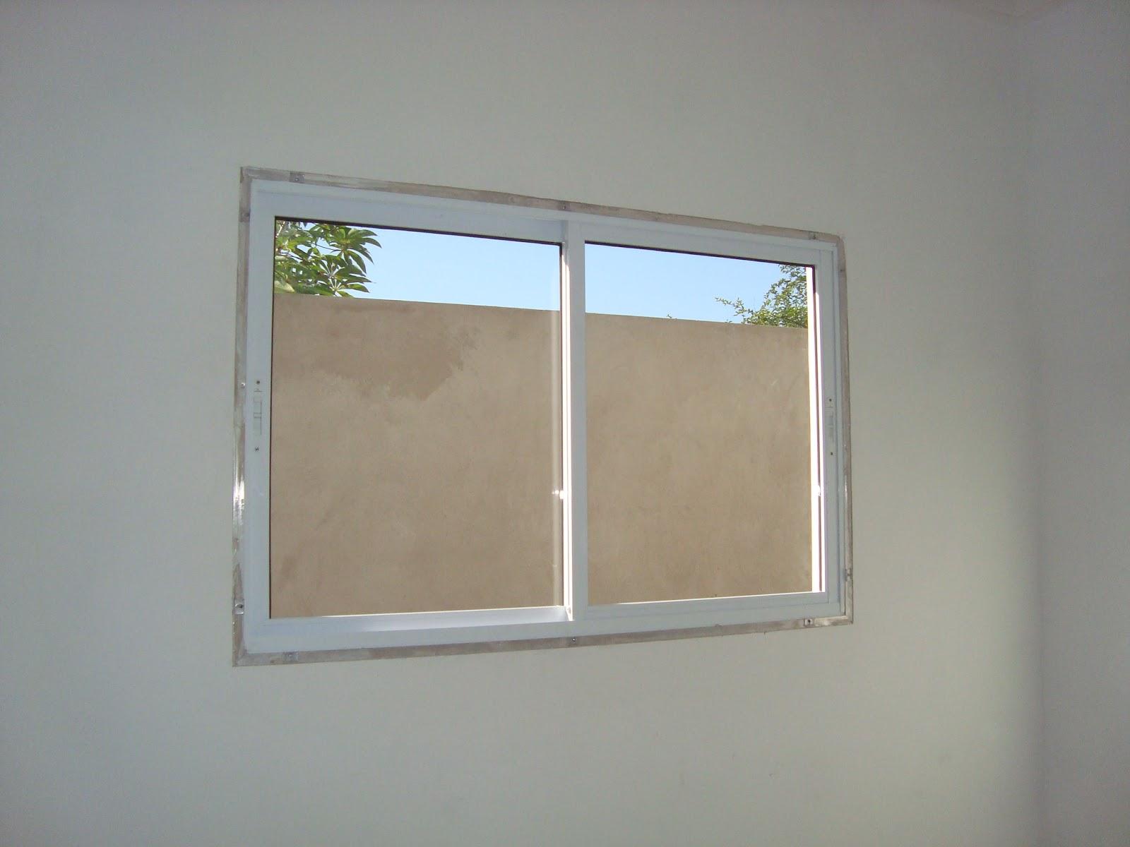 janela do atelier . ainda falta colocar as molduras das janelas #336D98 1600x1200 Banheiro Com Janela Interna