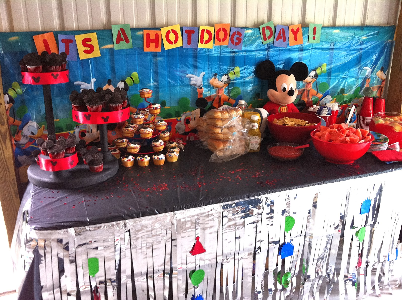This makes me very happy because I can make that the theme of the food table. And hot dogs are easy. Now I can spend all my time tinkering with desserts. & Mickey Mouse Birthday | Shauna shares