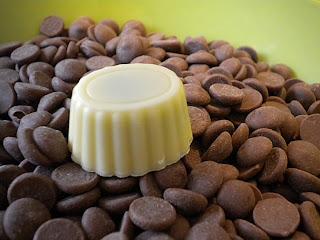 Praline chocolat blanc, caramel au chocolat au lait et beurre salé