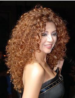 model-rambut-keriting-wanita_298220