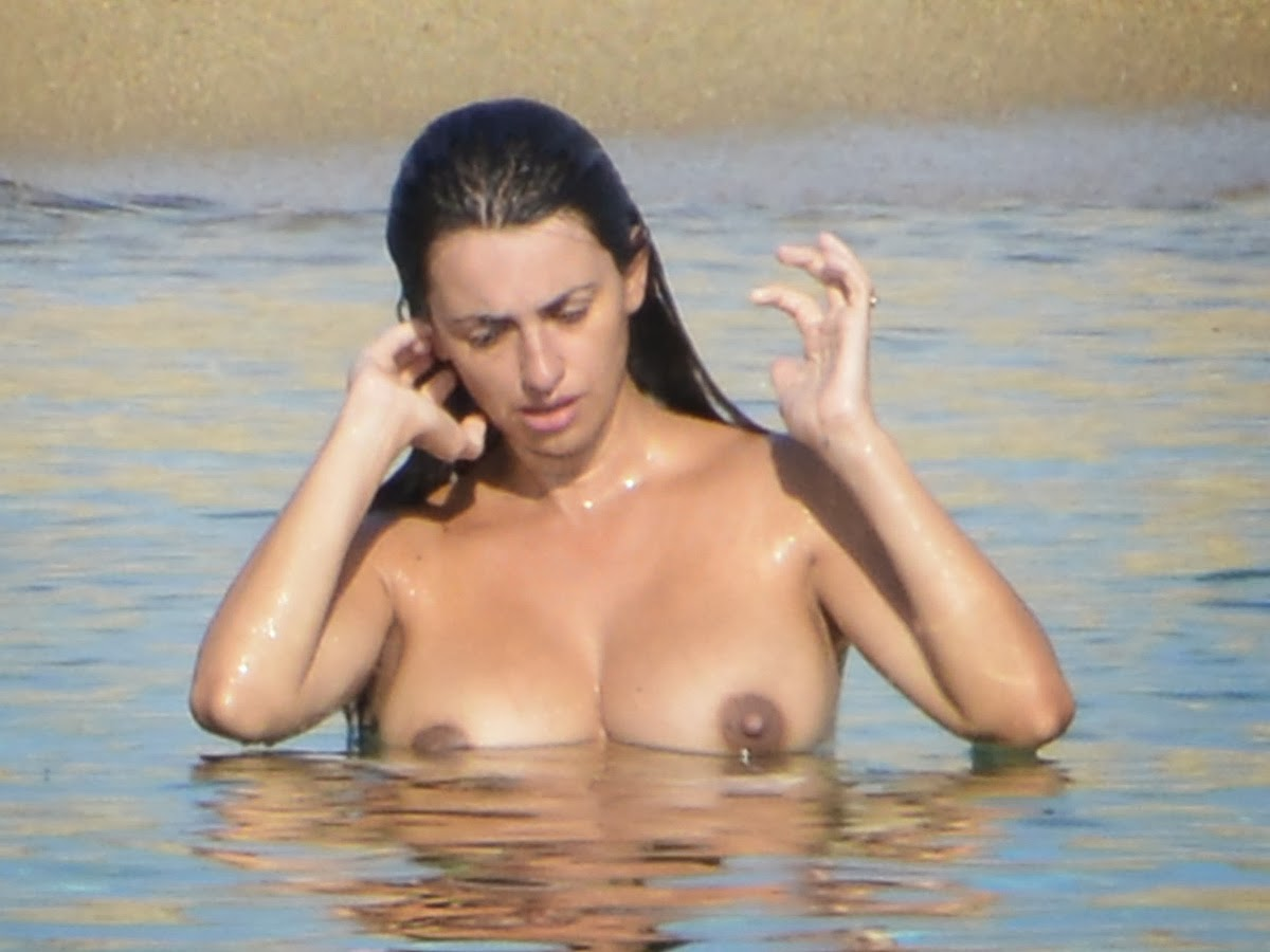 Penelope Cruz Topless on Vacation