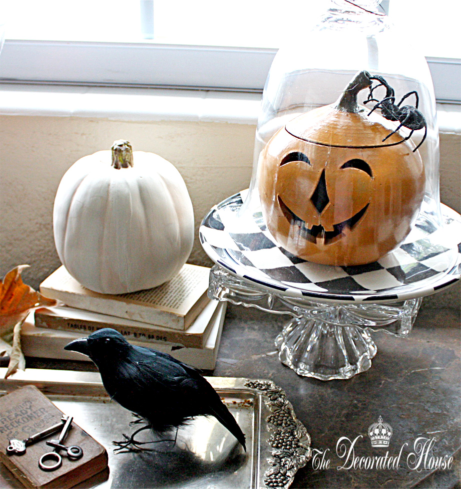 http://thedecoratedhouse.blogspot.com/2011/10/halloween-decorating-vintage-jack-o.html