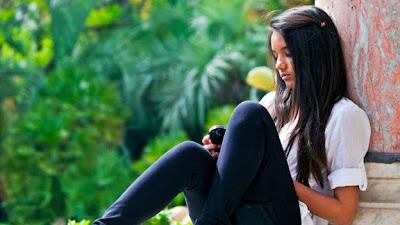 (CNN) — Quizá un teléfono no es lo suficientemente grande para que tú y tu esposa se acurruquen a usarlo en el sofá. O quizá los solteros necesitan viajar ligeros mientras merodean. Cualesquiera que sean las razones, las parejas casadas son más propensas a tener una tableta, mientras que los smartphones son más populares entre los solteros, según una encuesta. Search Agency, una empresa de marketing digital, recientemente lanzó su Estudio de Comportamiento y Compromiso de los Usuarios en Línea 2012, creado con la ayuda de la empresa de investigación de mercado Harris Interactive. En ella, el 49 % de
