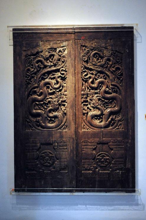Dragon on timber doors of the Tran Dynasty 13th-14th centuries & Bo\u0027s Dragon Lore: Vietnamese Dragons