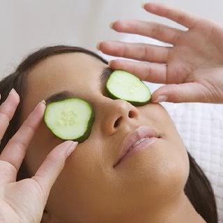göz bakımı göz kompleksi gözde kaşıntı salatalık faydaları salatalık maskesi