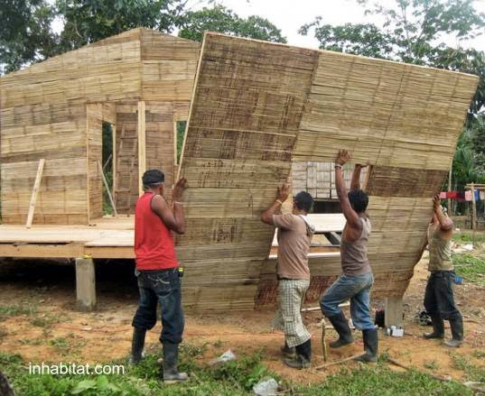 Una vivienda de bambú en construcción
