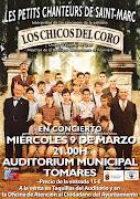 """La """"Escolanía de Tomares"""" en el escenario junto a """"Los Chicos del Coro"""""""
