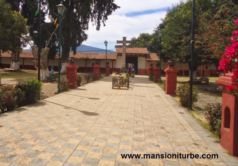 Santa Fe de la Laguna, el la Región del Lago de Pátzcuaro