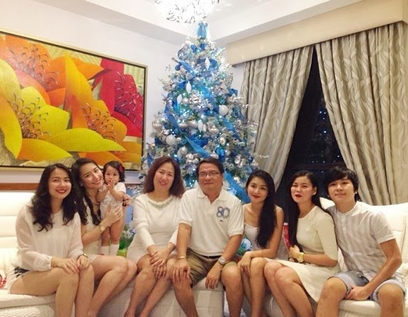 Kathryn Bernardo and family celebrates Christmas