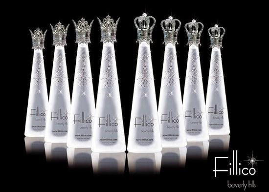 botellas de agua de ajedrez con joyas