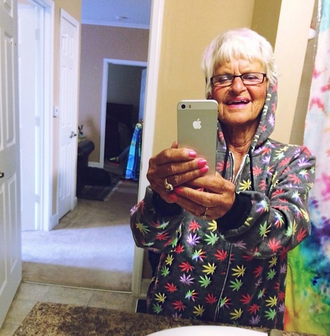 Фото старушки в сорочках 9 фотография