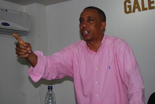 Regidor Iván Mercedes acusa a Francisco Fernández de apoderarse de apartamentos donó el estado a moradores de Sabana Pérdida