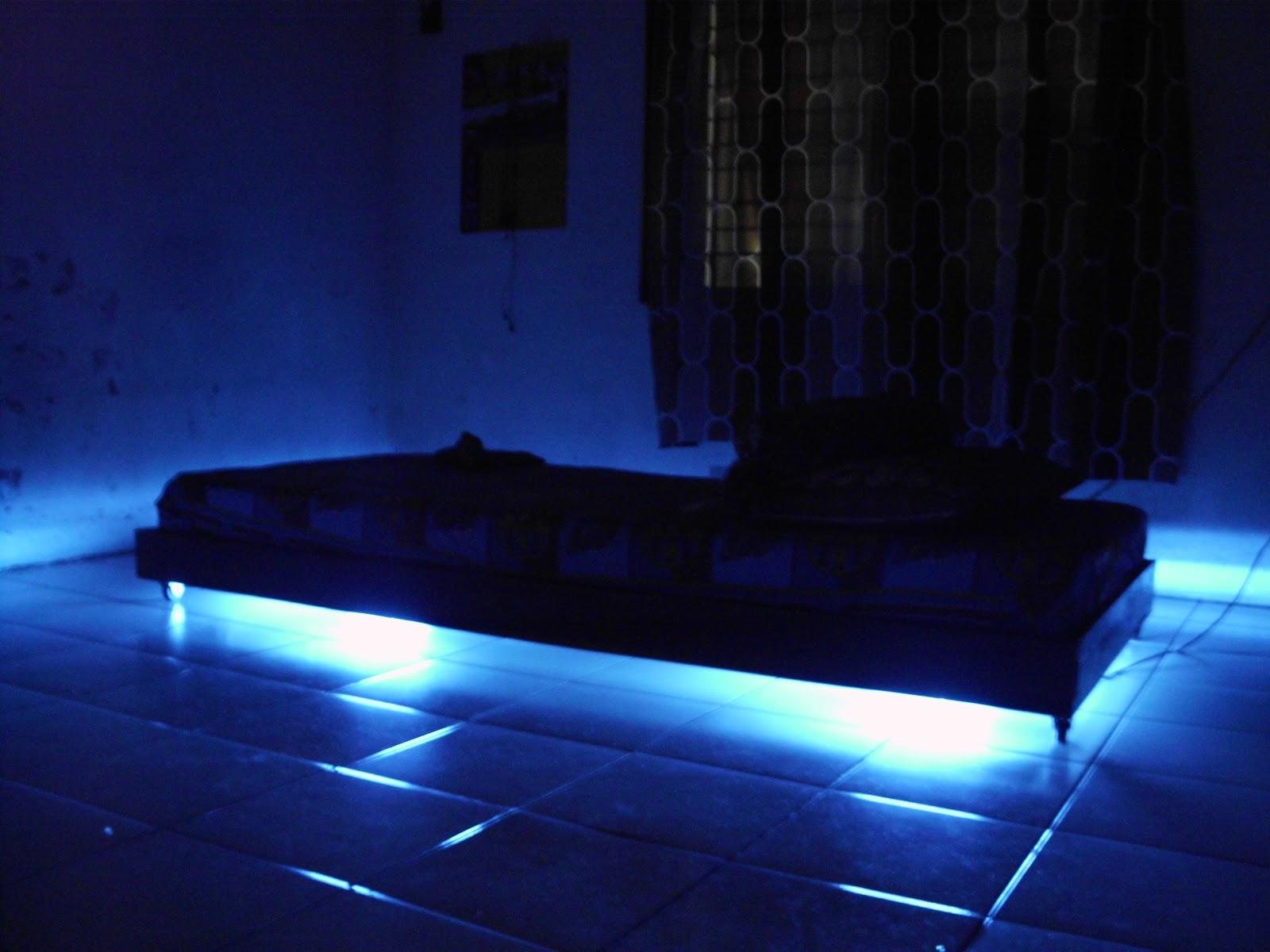 futuristic lighting. Dalam Hal Penempatan Lampu T5 ,saya Pasang Di Bawah Tempat Tidur Agar Memberi Kesan Seperti Melayang Futuristic Lighting