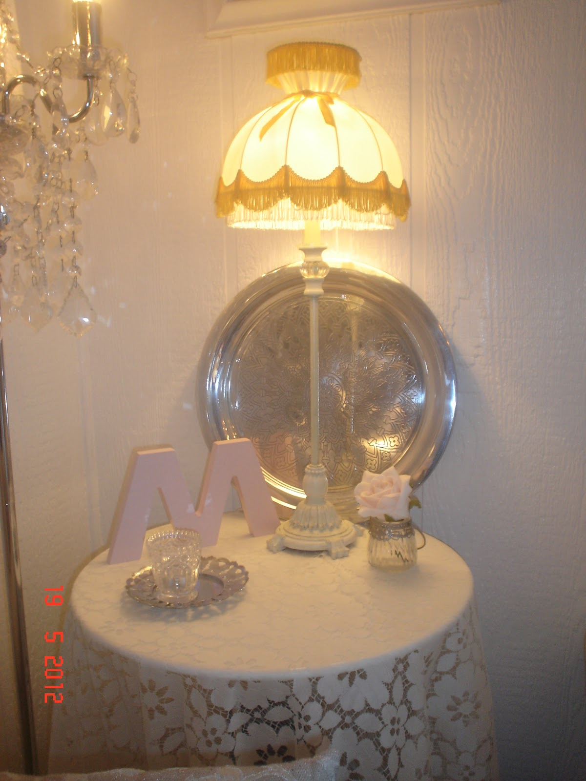 shilds villa retro lampe og rosa bokstav. Black Bedroom Furniture Sets. Home Design Ideas