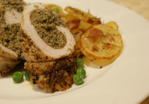 Rolada z indyka faszerowana brokułem i pieczarkami
