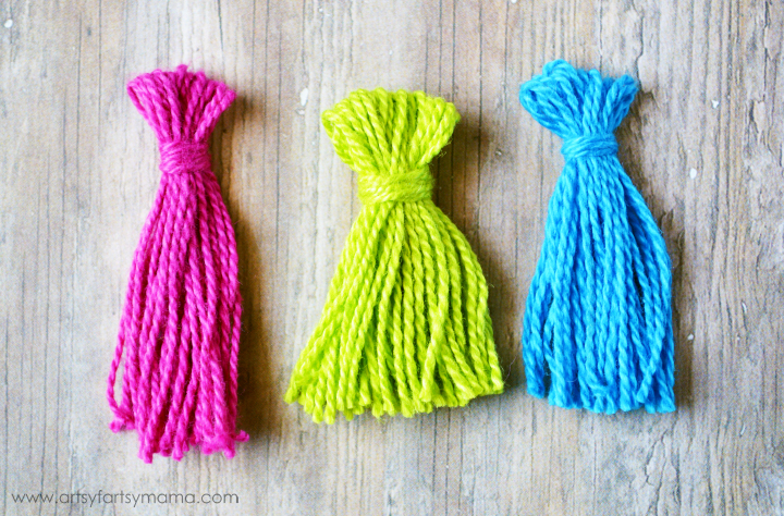 DIY Mini Tassel Tutorial at artsyfartsymama.com