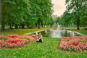 没有一寸土地不是绿色和花,水和空气是纯净的。