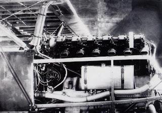 Раскапотированный двигатель М-17 и-3
