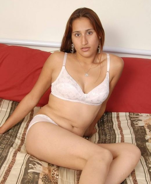 Desi Girls and Aunties - Non Nude Pics: Desi Aunty in